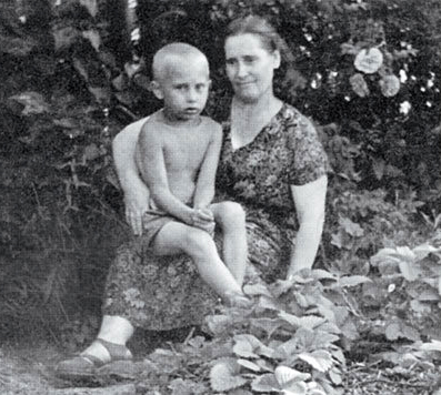 putin with his mother